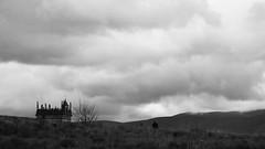 Contra tot (lluiscn) Tags: sky bw man home fog clouds landscape cel paisaje bn paseo cielo montaa hombre passeig muntanya paisatge nvols boira passejant segvia