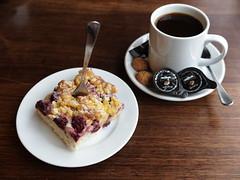 Kirsch-Streusel-Kuchen zum Pott Kaffee (im Restaurant 'Die Kokerei') (multipel_bleiben) Tags: essen kaffee gastronomie kuchen obst typischdeutsch