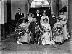 Chavelier O'Loughlin wedding, large family group. (National Library of Ireland on The Commons) Tags: ahpoole arthurhenripoole glassnegative nationallibraryofireland weddinggroup chevalier hats chavelier oloughlin thomaschavelieroloughlin kilkenny oloughlinmemorialchurch stjohnsparish ballarat ballybur wedding kathleenmurphy ballyburcastle sisters bouquet orchids carnations clubhousehotel countykilkenny countthomaso'loughlin countess count victoriaaustralia goldrush poolephotographiccollection