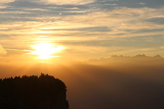 Un autre monde (leblondin) Tags: chartreuse sunrise ciel cielo sky nuage clouds orange nascerdosol sonnenaufgang matin morning aube