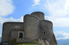 La Rocca (Maria Iardino) Tags: montagna taburno benevento nikon d5100 cielo rocca vento