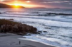 Esos agradables momentos de soledad... (Leo ) Tags: sunset sea beach marina atardecer mar fisherman corua waves playa galicia puestadesol olas pescador arteixo repibelo