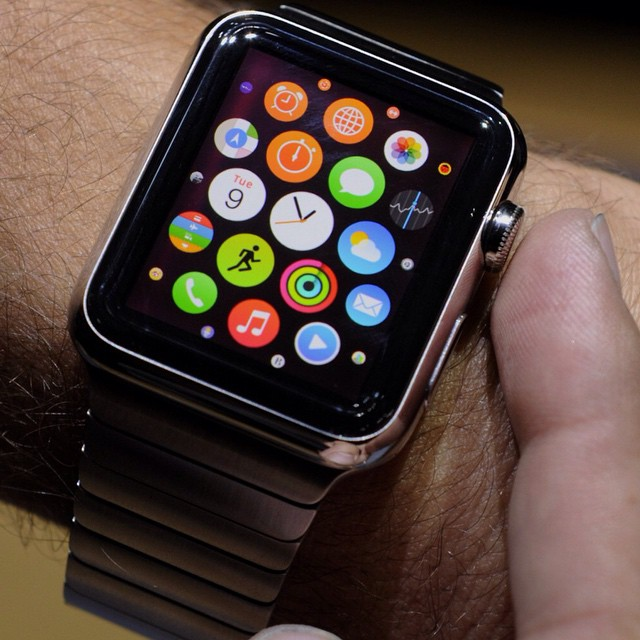 Sembra certo ormai che lAPPLE WATCH sarà a breve la modalità primaria di accesso alliPhone durante il giorno. Questa sera alle 19 seguite con noi la diretta dellevento Apple.