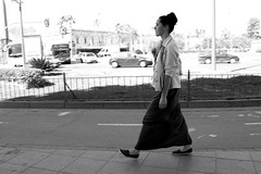 Chanter sous le soleil - Sville - 2015 (Photographer ninja) Tags: girls blackandwhite woman sun blancoynegro girl soleil women noiretblanc seville espagne