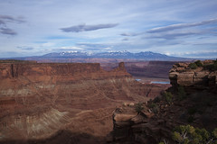 Mesa, Canyon, Mountains (Jeff Mitton) Tags: sunset mountains landscape utah scenic canyon deadhorsepoint lasalmountains coloradoplateau coloradorivercanyon redrockcountry wondersofnature westernlandscape earthnaturelife