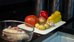 Tomate, Pimentes vermelhos e amarelos, cebola, alho, batatas pequenas (Andr Felipe Carvalho) Tags: pimento vermelho amarelo gastronomia vinho tomate cozinha cebola alho culinria bacalhau fcil