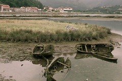 Ribadesella - Barcas viejas (damargo1983) Tags: light sea seascape reflection verde luz water landscape landscapes mar agua barca asturias paisaje barcas reflejos waterscape marea ribadesella ra mareabaja marcantbrico riosella paisajemarino paisajerural ribeseya roseya
