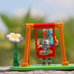 Los buenos momentos (mike828 - Miguel Duran) Tags: zeiss toy robot lego sony swing carl alpha slt a77 columpio sonnar vario 1680mm juguetetoy legoduplostripy