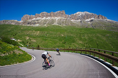Descending Passo Pordoi (Torsten Frank) Tags: alpen berg dolomiten fahrrad gebirge kehre kurve pass passopordoi passstrase radfahren radsport rennrad sellagruppe sellastock strase