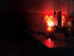 Dans la chaleur de la nuit (hellimli) Tags: red paris france rouge frankreich neonlights prizs francia parigi rote fransa intheheatofthenight  krmz   pariis  francuska redparis danslachaleurdelanuit  lespinces