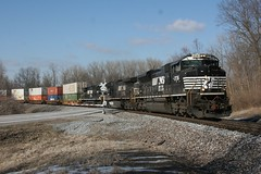 Afternoon Eastbound (wras23) Tags: illinois ns centreville norfolksouthern 2736 sd70m2