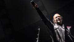 Hij lacht! HIJ LACHT! (3FM) Tags: smile concert live microphone thomyorke radiohead performer hmh 2016 3fm fotobartheemskerk