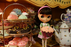 Coffee, tea or me? (Primrose Princess) Tags: doll tea cupcake teapot blythe takara teaparty fancypansy englishchina plasticfashiondress pretendsweets