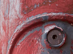 Textures (Nicolas -) Tags: macromondays macrotextures flickrphotowalk texture red curves courbes paint peinture rouge old ancien used us nicolasthomas issy france