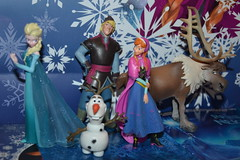 Figurines Bullyland Frozen (MissLilieDolly) Tags: la reine des neiges frozen disney princesse princess elsa anna olaf sven kristoff hans duc de weselton guimauve marshmallow oaken froid cold hiver winter collection figurines bullyland figurine figure missliliedolly miss lilie dolly aurelmistinguette