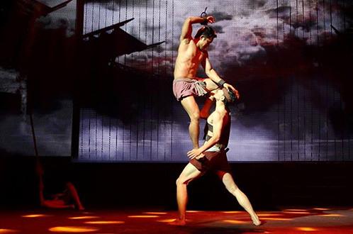 Động tác đẹp mắt của Muay Thái trong show một diễn