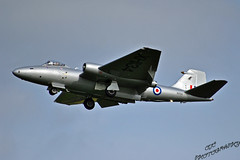 English Electric Canberra at Abingdon Airshow 2014 (OCLARGO33) Tags: english electric flying aircraft aviation air airshow canberra airforce mid abingdon raf squadron 2014