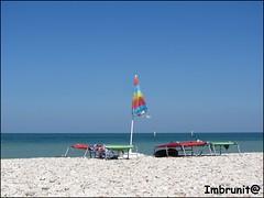 vivacemente solitario (imma.brunetti) Tags: mare estate cielo sassi spiaggia marche senigallia orizzonte ombrellone lettini limpidezza