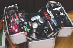 Cmo empacar tu maquillaje? (revistaeducacionvirtual) Tags: esponja bolsa equipaje productos espuma maquillaje maletas polvos carga botellas amortiguador lquidos