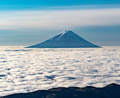 Fuji on the clouds (shinichiro*) Tags: 20151113ds20018 2016 crazyshin nikond4s afsnikkor70200mmf28ged fuji seaofcloud    yamanashi japan november autumn