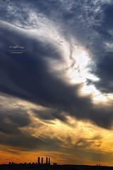 (238/16) A veces el cielo amenaza ... (Pablo Arias) Tags: pabloarias espaa spain hdr photomatix nx2 photoshop nubes texturas cielo arquitectura puestadesol lascuatrotorres madrid paracuellosdejarama comunidaddemadrid tormenta