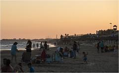 3893- APROVECHANDO EL ATARDECER EN ISLANTILLA (-MARCO POLO-) Tags: atardeceres ocasos playas costas pueblos