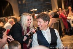De zangeres op het huwelijksfeest (yvesrecour) Tags: bruidegom huwelijk huwelijksfeest trouw trouwfeest zangeres