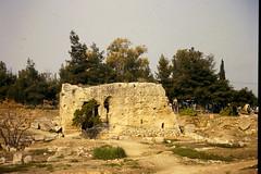Grce, vacances de Pques 1987. Corinthe, fontaine de Glauc (Marie-Hlne Cingal) Tags: 1987 greece grce  hells  diaponumrise