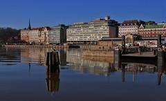 Reflejo edificios (vic_206) Tags: reflection water buildings finland pier muelle helsinki edificios agua market gulls mercado gaviotas reflejos finlandia canon24105f4lis canoneos7d