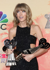 Taylor Swift wins artist of the year at iHeartRadio Awards - Daily Mail (muchlisus) Tags: ca usa losangeles artist mail year 110 daily 101 taylor swift awards wins 116 104 97 iheartradio