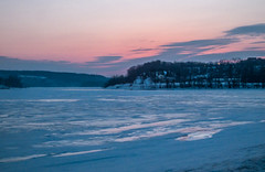 DSCF0408-2 (johnjmurphyiii) Tags: winter usa sunrise river dawn connecticut middletown harborpark connecticutriver 06457 johnjmurphyiii fujifilmhs50exr