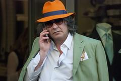 va di moda il verdolino, evidentemente (g_u) Tags: people man verde hat florence gente persone uomo firenze viaroma gu cappello ugo arancione giacca fazzoletto telefonare taschino