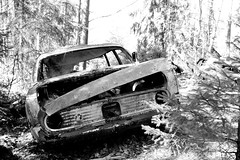 Lost place found.. (roomman) Tags: auto old trees tree history cars ford abandoned nature car forest landscape lost outside junk 60s automobile technology place sweden south 1940 småland 1940s abandon 80s 1950s bil 70s 50s 40 scrapyard 1970 1960s badewanne 1970s 50 80 1980 1980s 70 heap 60 1950 1990s 1990 90s mosse smaland owner 40s fascinating 1960 skrot schrott tingsryd bilar åke danielsson 2015 platys junkheap autofriedhof lostplace kronoberg kyrkömosse rzd kyrkö åkedanielsson bilkyrkögård kyrkögård chrottplaty