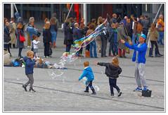 IMG_1477_DxO (JP Kadeyan) Tags: paris france downtown beaubourg exterieur bullesdesavon photosderue faiseurdebulles