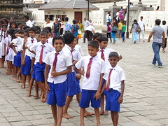 Schoolboys, Kandy (Ronald van Beuningen) Tags: school vacation holiday tooth temple vakantie srilanka kandy tand schoolboys scholieren daladamaligawa templetooth tempeltand