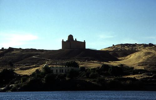 """Ägypten 1999 (088) Assuan: Aga Khan Mausoleum • <a style=""""font-size:0.8em;"""" href=""""http://www.flickr.com/photos/69570948@N04/27267097135/"""" target=""""_blank"""">View on Flickr</a>"""