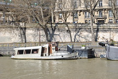 Houseboat on the Seine (carolyngifford) Tags: paris boats riverseine