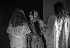 (Cindy en Israel) Tags: blackandwhite bw blancoynegro mujeres adolescentes jóvenes נשים aristófanes obradeteatro הצגה אריסטופנס מהפיכת revolucióndemujeres