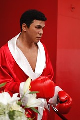 Muhammad Ali in Madame Tussauds . (feijoosolocanon) Tags: street red people usa white newyork yellow canon lens photography 50mm photos boxing bigapple madametussauds muhammadali 42street canon6d
