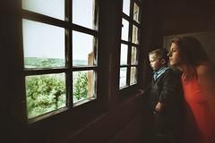David und Mandy... (hobbit68) Tags: sky wolken turm alt sommer gebude himmel canon old verfallen ruine fenster woman kinder children burg child