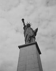 Miss (Nicolas -) Tags: liberty libert monument patrimoine tourism tourisme visite visit statue nb bw busch pressman 4x5 ilford lc29 rapidfixer nicolasthomas france sky ciel cloud nuage perspective symbol symbole photowalk city ville largeformat grandformat