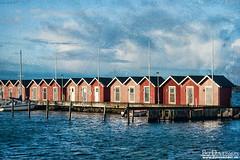 Sjöbodar, Donsö (Bozze) Tags: boathouse skärgård donsö textur sjöbod hamnpir