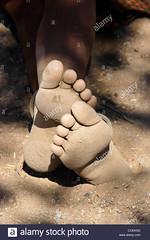 tough-and-dirty-bare-feet-himba-woman-in-namibia-CCEKGG (Matriux2011) Tags: feet barefoot himba barfuss dirtysoles talonesrajados descalzasextremas extremebarefoot piesanchos hellsoles
