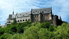 Mittelalterliche Befestigungsanlage, Burg Vianden (p_jp55 (Jean-Paul)) Tags: luxembourg luxemburg burg vianden saarlorlux mittelalter lëtzebuerg befestigungsanlage höhenburg veianen 10001100