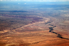 2016_06_02_lax-ewr_460 (dsearls) Tags: river utah flying desert aviation united country canyon aerial erosion rivers geology ual canyons arid aerialphotography jurassic stratigraphy unitedairlines windowseat windowshot weathering 20160602