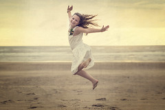 Girl on the Beach (siebe ) Tags: wedding holland texture beach netherlands girl dutch strand spring jump meisje bruiloft 2016 sprong trouwreportage bruidsfotografie bruidsfoto siebebaardafotografie wwwmooietrouwreportagesnl
