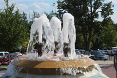 Fountain (LukeUrland) Tags: camera trees nature water fountain beauty speed america canon wow outdoors photography amazing pretty fast shutter moment splash caught t6
