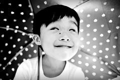 做鬼臉_Make a face (米漿 專賣店) Tags: face children nikon child 28mm d750 nikkor 黑白 288 黑白照 做鬼臉
