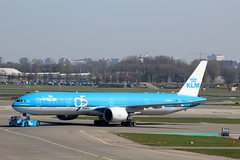 PH-BVK Boeing 777-306ER KLM Royal Dutch Airlines (lee_klass) Tags: netherlands amsterdam canon airplane aircraft aviation jet aeroplane boeing klm schiphol ams airtravel airtransport jetliner eham boeing777 jetairliner jetairplane twinenginedjet klmroyaldutchairlines amsterdamschipholairport aviationphotography boeing777300er twinengined b77w aircraftphotography aviationspotter aviationenthusiast aviationawards widebodyairliner phbvk canoneos1200d canonaviation
