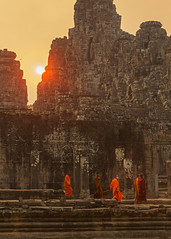 Monks under Hazy Bayon Sun (Rob Kroenert) Tags: new sunset sun temple ancient asia cambodia khmer year monks siem reap southeast hazy siemreap angkor setting bayon 2016